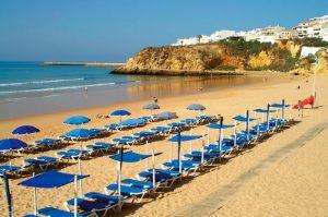 Entre junho e setembro a taxa de desemprego baixa consideravelmente no Algarve. Terminado o verão, os valores disparam